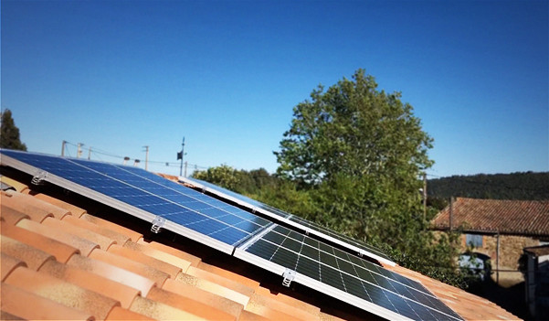 Structure en surimposition pour l'autoconsommation solaire