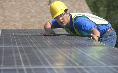 Poser son propre kit solaire en autoconsommation ou passer par un installateur ?
