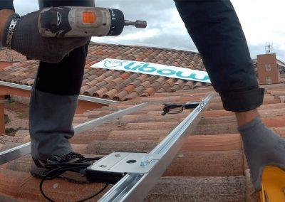 Pose d'optimiseurs de puissance P300 de SolarEdge sur une toiture d'un particulier. Cette installation a été réalisé par l'installateur Libow