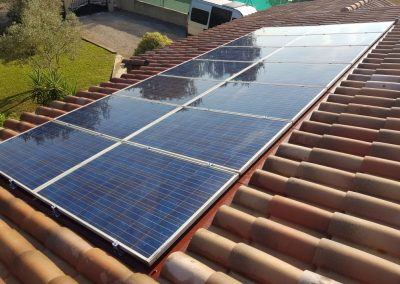 Reprise intégrale d'une installation de panneaux photovoltaïques suite à fuite réalisée à Istres (13800), par Libow en août 2019. Image Libow 2019©