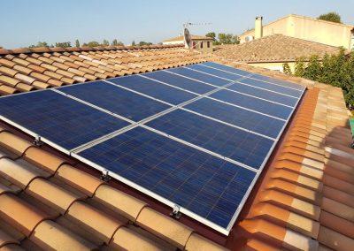 Reprise d'une installation de panneaux photovoltaïques suite à fuite réalisée à Montpellier (34000), par Libow en juillet 2019. Image Libow 2019©