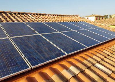 Reprise d'une installation de panneaux photovoltaïques suite à fuite réalisée à Béziers (34500), par Libow en août  2019. Image Libow 2019©