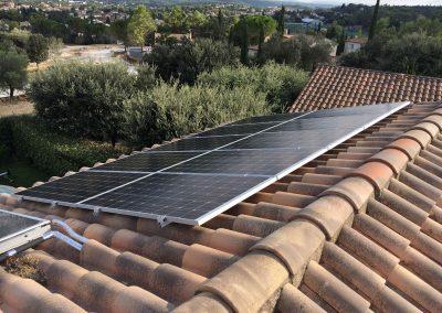 Installation en autoconsommation d'une puissance de 3 kWc à Saint Gély du Fesc (34980) par l'installateur solaire Libow en septembre 2018. 10 Modules de la marque ALEO d'une puissance de 300 Wc et un onduleur central SolarEdge. Photo Libow 2019