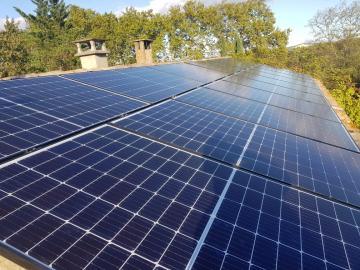 Installation photovoltaïque en surimposition 5,2 kWc -octobre 2019- 30700 MONTAREN ET ST MEDIERS- 16 panneaux Q-CELLS et micro-onduleurs IQ7+