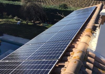 Installation solaire en surimposition effectuée par l'installateur LIBOW de 2,97 kWc en février 2020. Cette habitation de particulier ce situe à REDESSAN (30129 ) dans le Gard.Elle est composée de 9 panneaux Q-CELLS et micro-onduleurs IQ7+